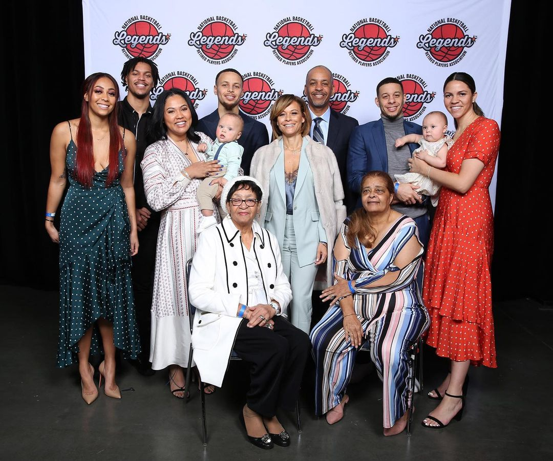 Stephen Curry Age, Wiki, Height, Family, Biography, Wife, Kids & More  (1)